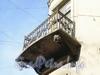 Ул. Марата, д. 19/Колокольная ул., д. 18. Балкон на фасаде здания. Апрель 2009 г.
