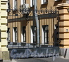 Ворота между домами 19 и 19-21 по ул. Достоевского. Фото июль 2009 г.