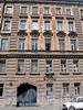 Ул. Достоевского, д. 27. Бывший доходный дом. Фрагмент фасада здания. Фото июль 2009 г.