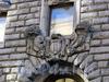 Большая Морская ул., д. 15. Здание Русского торгово-промышленного банка. Художественное оформление фасада здания. Фото июль 2009 г.