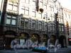 Большая Морская ул., д. 24. Здание ювелирной фирмы К.Г.Фаберже. Фрагмент фасада здания. Фото июль 2009 г.