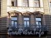 Большая Морская ул., д. 28 / Гороховая ул., д. 13. Бывший доходный дом. Фрагмент фасада с балконом. Фото июль 2009 г.