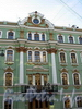 Большая Морская ул., д. 29. Особняк П.А. Урусова (Е.П. Сазиковой). Фрагмент фасада здания. Фото июль 2009 г.