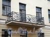 Средняя Подьяческая ул., д. 15. Дом И.Вальха. Решетка балкона. Фото август 2009 г.