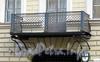 Мал. Морская ул., д. 6. Особняк П. А. Гамбса. Решетка балкона. Фото июль 2009 г.