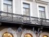Бол. Конюшенная ул., д. 31 / Невский пр., д. 20. Здание Голландской церкви. Поврежденная решетка балкона со стороны Большой Конюшенной улицы. Фото октябрь 2009 г.