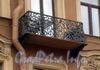 Караванная ул., д. 8. Бывший доходный дом. Решетка балкона. Фото октябрь 2009 г.