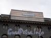 Караванная ул., д. 12. Реставрация скульптур грифонов на крыше «Дома кино». Фото октябрь 2009 г.