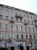 Караванная ул., д. 14. Бывший доходный дом. Фрагмент фасада здания. Фото октябрь 2009 г.
