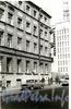 Ул. Комиссара Смирнова, д. 5 (правая часть) / Бобруйская ул., д. 2. Бывший доходный дом. Фрагмент фасада по ул. Комиссара Смирнова. Фото 70-80-х годов.