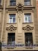 Гороховая ул., д. 32. Доходный дом П. Д. Яковлева. Фрагмент фасада здания. Фото июль 2009 г.