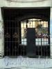 Гороховая ул., д. 55. Бывший доходный дом. Решетка ворот. Фото июль 2009 г.