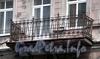 Гороховая ул., д. 58. Бывший доходный дом. Решетка балкона. Фото июль 2009 г.