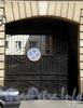 Гороховая ул., д. 60. Решетка ворот. Фото июль 2009 г.