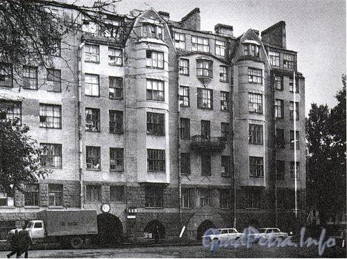 Исполкомская ул., д. 5. Доходный дом В. П. Кончиелова. Фасад здания. Фото 2001 г. (из книги «Историческая застройка Санкт-Петербурга»)