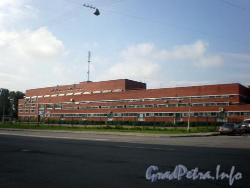 Миргородская ул., д. 1, лит. В, общий вид здания от Кременчугской улицы. Фото 2008 г.