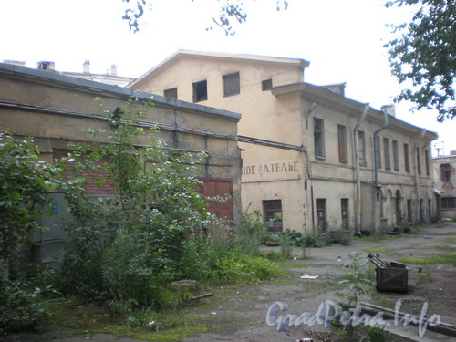 Боровая ул., д. 19 к. 2, внутренний флигель здания, бывший каретник. Фото 2008 г.
