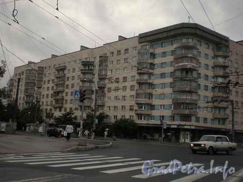 Будапештская ул., д. 13/ул. Турку, д. 5, фасад здания по ул. Будапештская. Фото 2008 г.