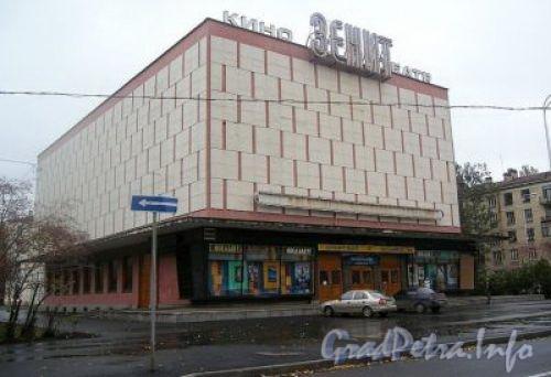 Вид кинотеатра до сноса с сайта http://forum.regionavt.ru