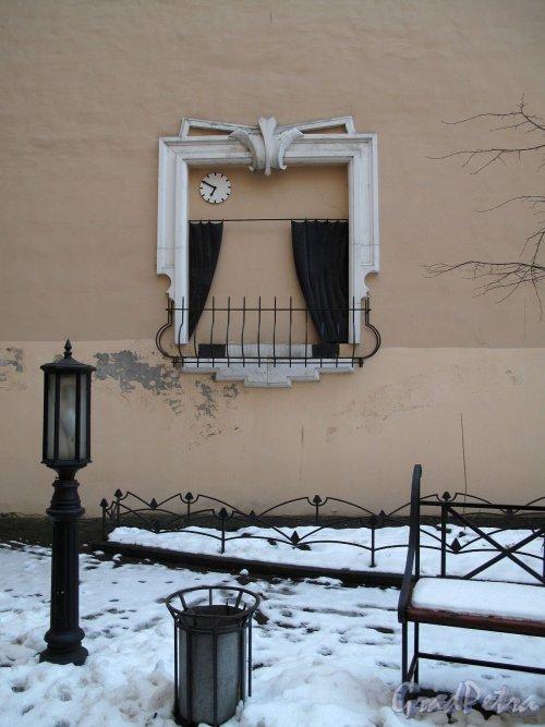 Бол. Конюшенная ул., д. 3. Доходный дом П. А. Мясоедова. Оформление двора. Фото декабрь 2011 г.