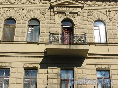 Фурштатская ул., д. 48 (правая часть). Балкон. Март 2009 г.