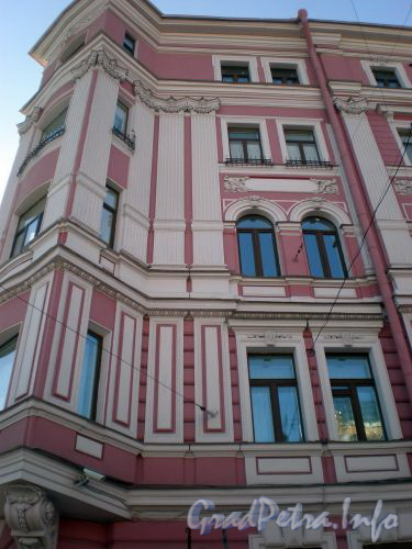 Фурштатская ул., д. 47 / Потемкинская ул., д. 11. Фрагмент фасада здания. Март 2009 г.