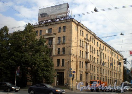 Кантемировская ул., д. 16. Общий вид здания. Сентябрь 2008 г.