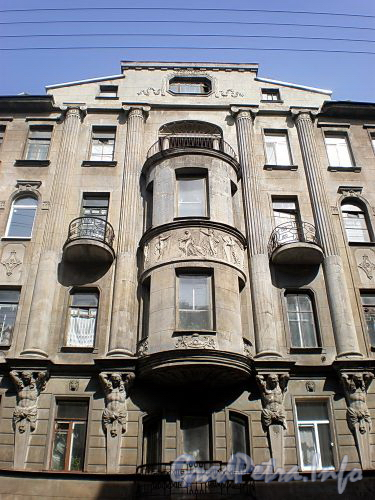 12-я Красноармейская ул., д. 3. Дом А.Н. Васильева. Фрагмент фасада. Фото апрель 2009 г.