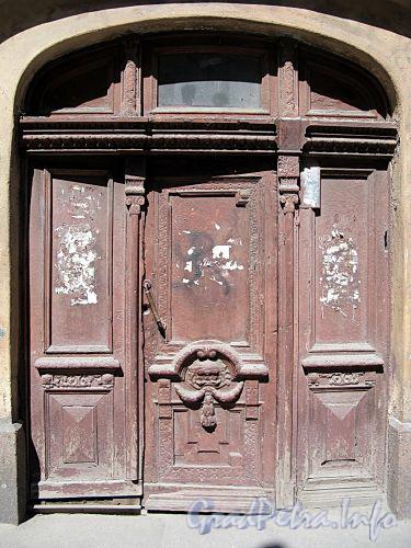 Ул. Достоевского, д. 23. Бывший доходный дом. Дверь парадной. Фото июль 2009 г