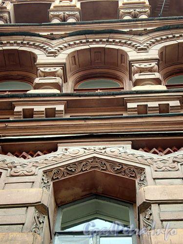 Фурштатская ул., д. 11. Доходный дом 3.М. и А.А. Зайцевых. Фрагмент фасада здания. Фото сентябрь 2009 г.