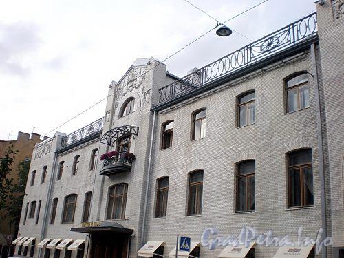 Фурштатская ул., д. 24. Особняк В.С.Кочубея. Фасад здания. Фото сентябрь 2009 г.