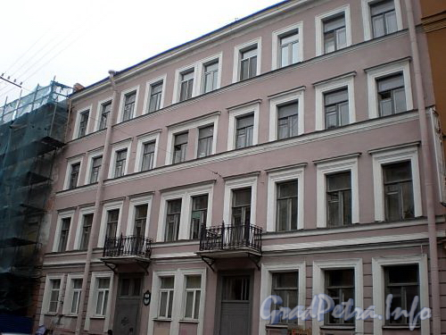 Караванная ул., д. 6. Бывший доходный дом. Фасад здания. Фото октябрь 2009 г.