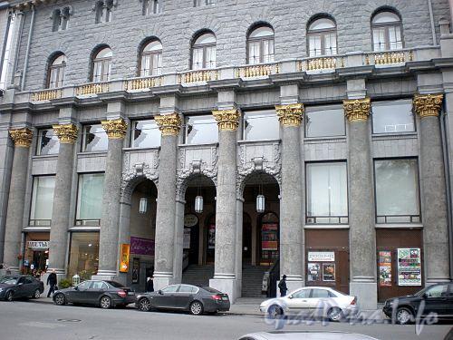 Караванная ул., д. 12. «Дом кино». Фрагмент фасада здания. Фото октябрь 2009 г.