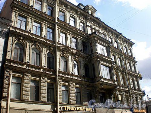 Караванная ул., д. 28. Доходный дом П. И. Лихачева. Фрагмент фасада. Фото август 2009 г.