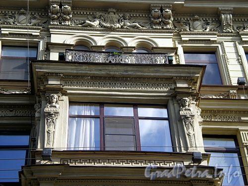 Караванная ул., д. 28. Доходный дом П. И. Лихачева. Детали фасада. Фото август 2009 г.