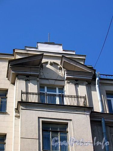 Ул. Куйбышева, д. 36. Доходный дом В. А. Буксгевдена. Фрагмент фасада по ул. Чапаева. Фото август 2009 г.