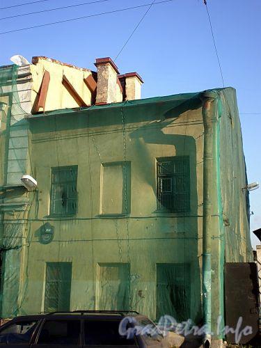 Ул. Черняховского, д. 63-65.жилой флигель (д.63). Общий вид аварийного здания. Фото октябрь 2009 г.