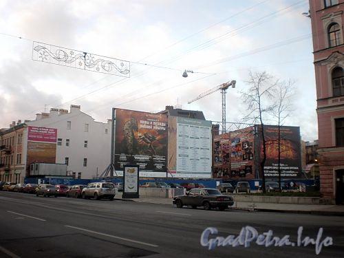 Территория между домами 37 и 39 по улице Декабристов. Фото ноябрь 2009 г.
