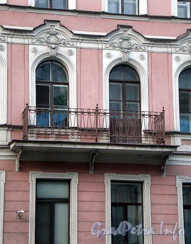 Ул. Декабристов, д. 37. Решетка балкона. Фото ноябрь 2009 г.