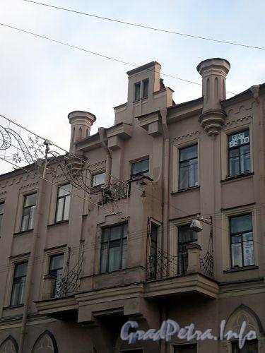 Ул. Декабристов, д. 46. Бывший доходный дом. Фрагмент фасада здания. Фото ноябрь 2009 г.