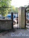 Ул. Смольного, д. 4. Градские богадельни. Остатки ограды сер. 19 в. фото сентябрь 2017 г.