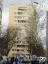 Ул. Брянцева, д. 16. Многоквартирный (точечный) жилой дом. Боковой фасад. Фото апрель 2018 г.