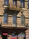 Таврическая ул., д. 35 / Тверская ул., д. 1. Доходный дом И.И. Дернова. Вид балконов на фасаде по Таврической ул. Фото май 2018 г.