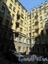 Конная ул., д. 8. Доходный дом Т. П. Павловой. 1-й проходной двор. Общий вид. фото май 2018 г.