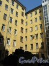 Конная ул., д. 8. Доходный дом Т. П. Павловой. 2-й проходной двор. Общий вид. фото май 2018 г.