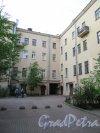 Жуковского ул., д. 29. Доходный дом Е. М. Горленской. Общий вид двора. фото май 2018 г.