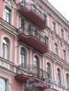 улица Льва Толстого, дом 1-3, литера А. Балконы в центральной части фасада со стороны площади. Фото 3 марта 2020 г.