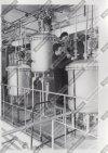 Рабочие завода в отделении абсорбции цеха по выпуску химического продукта дикетена. Дата съёмки: 9 января 1960 г. Автор съёмки: Бахарев Анатолий Петрович.