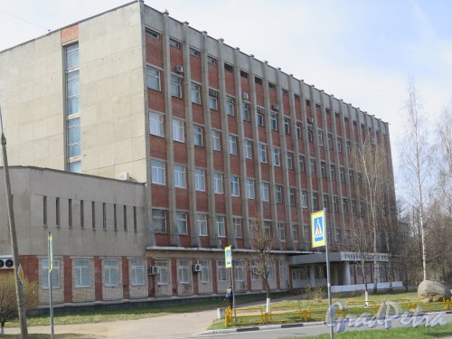 Солнечная ул. (Сосновый Бор), д. 29. Учебный центр ВМФ. Общий вид фасада. фото май 2017 г.