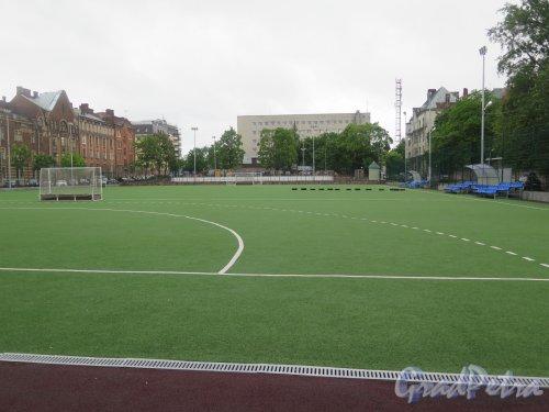 Выборгская ул. (Выборг), дом 42. Стадион для хоккея на траве ДЮСШ «Фаворит». фото июнь 2017 г.